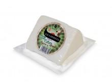 cuna de queso de cabra tierno y natural